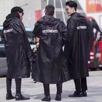 плащ модные женщины оптовых-Новые TOP хип-хоп Kanye West моды vêtements Один размер ветровка водонепроницаемый плащ куртка черные мужчины пальто женщин