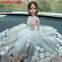 robes de mariée achat en gros de-30cm créatif voiture décorations intérieures belle mariée mariage ornements haute qualité princesse mariage poupée fille avec robe pour voiture