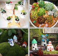 castillos de resina al por mayor-Hadas Artificiales Miniaturas de Jardín Mini Gnomos Musgo Terrarios Resina Artesanía Figuras Mini Decoración de Jardín Casa Pequeña Castillo Decoración