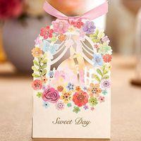 çiçek şeker lüks hediye kutusu toptan satış-Yeni Romantik Düğün Hediye Kutusu Şık Lüks Dekorasyon Çiçek Gelin Lazer Kesim Parti Sweet Düğün Kağıt Şeker Kutusu Favors