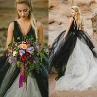 china vestidos de noiva vestidos venda por atacado-Vintage preto e branco de tule uma linha de vestidos de noiva 2017 gótico V Neck Backless Lace longo Vestidos de noiva Custom Made China EN7117