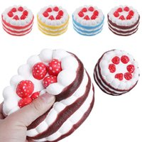 Pastel En Forma De Regalo Baratos-Hot Squishy Strawberry y torta en forma de corazón Kawaii Slow Rising Cream Cake Mango Amarillo Rosy Blue Kids Año Nuevo Toy Gift free ship