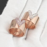 Wholesale V Rings - Wholesale trade explosion full diamond ring 18 V titanium gold pink diamond ring couple full diamond ring letter