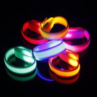 bilek bandı yanar toptan satış-LED Bilezik Yanıp Sönen Bilek Bandı Olay Parti Konser Barlar için Dekorasyon Parlayan Bisiklet Koşu Dişli Işıkları Kadar ZA3381