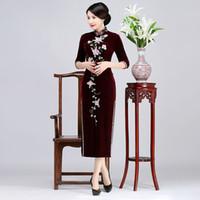 cheongsam largo morado al por mayor-2019 Nueva alta calidad más el tamaño 3/4 manga larga bordado de terciopelo rebordear rojo / azul / púrpura largo cheongsam vestido de novia vestido de noche qipao