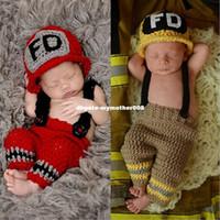 coole babyhäkeln großhandel-Coolest Baby Kostüme häkeln Feuerwehrmann Baby Foto Zubehör Neugeborenen Hut Cap und Hose Studio Foto Prop Zubehör Neugeborenen