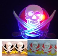 Flash JACK Pirata Skull Swords Brooch Pin LED Light Glow Clipe Clips Halloween Xmas Kids Costumes Props Party Favor Toy presente