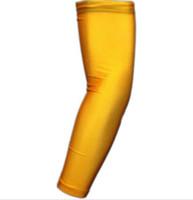 ingrosso maniche bracciali gialle-2pcs pallacanestro coppie di colore giallo ciclismo manica da baseball Outdoor Sport Stretch manica del braccio Esteso bracciale ciclismo manica compressione