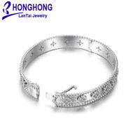 bracelets femmes de qualité achat en gros de-Bracelets de haute qualité pour les femmes motif de fleurs zircone ornent bracelet femmes mariage noble élégant style mariée bracelets bijoux