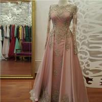longo laço rosa vestido de ouro venda por atacado-Blush Rose ouro Vestidos de Noite de Manga Longa para As Mulheres Usam Rendas Apliques de cristal Abiye Dubai Caftan Muçulmano Prom Vestidos de Festa
