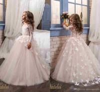 kelebek küçük kız elbiseleri toptan satış-Zarif Kelebek Çiçek Kız Elbise Düğün İçin 2019 Ucuz Uzun Kollu ve Ekip Boyun Aplikler Allık Pembe Küçük Kızlar Balo Parti Abiye