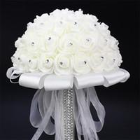 gelin için buket çiçekleri toptan satış-Beyaz Gelin Tutan Buket Yapay Gül Beyaz Kurdele Kolu Nedime Düğün Çiçekleri 20 cm Çapı Yeni
