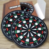 Compra Accessori Per Freccette-Coaster Accessori per la cucina Utensili Dart Board Styled Plastic Coaster in gomma Mini Dart Board Cup Coasters table Decor