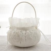 kurdele sepeti toptan satış-Yeni Varış Sıcak Stil Çiçek Kız Basket Dantel Bej Toptan Düğün Malzemeleri Şerit Kravat Inci Çiçek Dekorasyon