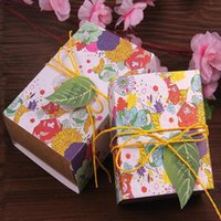 8,5 * 9 * 4cm Rose Candy Boxes Peint à la main Creative Wedding Favor Box Retro Carton Emballage Candy Boxes Kraft Paper Rope + Card