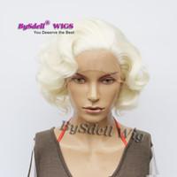 beyaz anime peruk toptan satış-Ünlü Marilyn Monroe Kısa Romantik Vücut Dalga Beyaz Sarışın Saç Ön Dantel Peruk Sentetik Peri Kısa Güzellik Anime Cosplay Dantel Ön Peruk