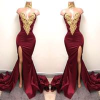 vestidos de noite de ouro venda por atacado-2019 New Sexy Borgonha Árabe Vestidos de Baile Desgaste da Noite Ouro Lace Appliqued Frente Sereia Dividir 2K19 Elegantes Vestidos de Festa Formal