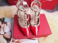 zapatos de baile de tacón alto al por mayor-2017 mujeres del diseñador zapatos de tacón alto fiesta de moda remaches chicas sexy zapatos puntiagudos zapatos de baile zapatos de boda correas dobles sandalias