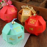 presentes chineses do xmas venda por atacado-Caixas de bombons de favores de casamento chinês com fita Bell individualidade romântica Xmas casamento favores festa papel doces caixa de presente