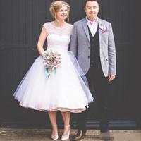 brautkleid reißverschlüsse großhandel-2019 Tee Länge Little White Brautkleider Sheer O Neck Gepunktete Tüll Zip Up Country Style Brautkleider Günstige