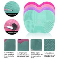 Silicone padded bath board - 2017 hot Apple shape Makeup Brush Cleaning Mat Washing Tools Hand Tool Pad Sucker Scrubber Board Washing Cosmetic Brush Cleaner Tool