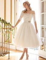 muhteşem dantel elbise diz uzunluğu toptan satış-2019 Muhteşem Fildişi Diz Boyu Gelinlik A Hattı Kapalı Omuz Dantel Aplike Gelin Önlükler Kanat Ile Vestidos De Mariage Özel