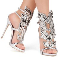 zapatos de hoja al por mayor-Venta caliente Golden Wings Leaf Strappy Dress Sandal Silver Gold Red Gladiator High Heels Shoes Mujeres Metallic Winged Sandals