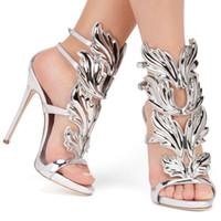 talon doré métallisé femme achat en gros de-Vente chaude en métal doré ailes feuille à bretelles robe sandale argent or rouge gladiateur talons hauts chaussures femmes métallisées ailées sandales
