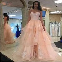 Stunning Pink Layer Ruffles Long Prom Dresses 2017 Sexy Backless Sweetheart sem mangas Lace Appliqued Long Evening Party Gowns Plus Size