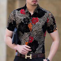 camisas de vestido dos homens da cópia do leopardo venda por atacado-Mens Camisas De Seda Verão Flores Estampa De Leopardo Camisas De Veludo dos homens Casuais de Manga Curta Camisas de Vestido Sexy Moda Magro Fino e Macio