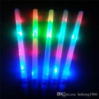 tiges led rougeoyantes achat en gros de-Bâtons fluorescents en plastique multi couleur flash électronique Rods rougeoyant dans le bâton de lumière LED foncé pour les décorations de mariage 1 15sc KK