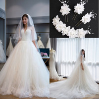 Discount backless wedding dress veils - 2017 Gorgeous Vintage Ball Gown Wedding Dresses V-Neck Lace Appliques Bridal Gowns Backless Lace Up Plus Size Wedding Gowns With Pic Veil