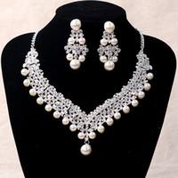 ingrosso lusso della porcellana della collana-2017 Accessori di lusso da sposa Collana di cristallo di perle Accessori per orecchini Set di gioielli da sposa Cheap Fashion Style Vendita calda dalla Cina a buon mercato