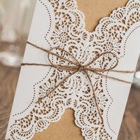 Compra Invito Stampabile In Pizzo-Nuovi inviti di nozze Laser Cut Personalizzabile Hollow Crystal Lace Bow Nastro Invito a nozze Cards Forniture carte stampabili PK14113