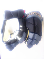 Wholesale Professional ice hockey gloves with stable foam filler that has good flexibility and performance