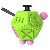 2017 Nuovo Fidget Cube Generation 2 Fidget Cube 12 Fronti Strano Forma Magic Cube vinile scrivania giocattolo divertente Decompression regalo creativo