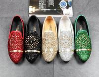 zapatos casuales novios al por mayor-Hombres Diseñador de la marca Streets Trendsetter lentejuelas remaches mocasines zapatos de los planos casuales vestido de regreso a casa masculino boda zapatos de baile para el novio