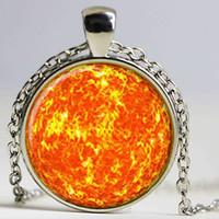 galaxie raum halskette großhandel-SUN Anhänger SUN Halskette Galaxy Halskette Space Anhänger Sonne orange Schmuck Halskette Glas Cabochon