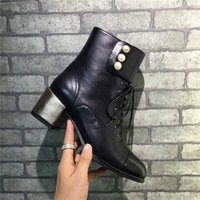 Hot Sale 2017 Chaussures Femmes Chaussures Chaussures Chaussures en cuir véritable Chaînes Pompes Spring Autumn Slip on Leather Black Gold Bottes Luxe Marque