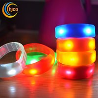 Music Activated Sound Control Led lampeggiante braccialetto illumina i giocattoli Bangle Wristband Club per la barra del party Cheer Luminoso Notte Luce