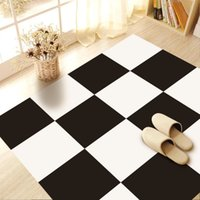 Barato Adesivo De Pvc Preto-Simple Black White Lattice Floor Sticker Geométrico Twill-film PVC Impermeável Anti-skid Sala de estar Tapete 2017 Moda DIY Decoração para casa