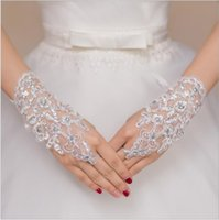 Wholesale vintage lace gloves - Vintage Lace Appliques Bridal Gloves White Color 2017 Rhinestones Bridal Wedding Accessories For Womens Free Shipping