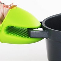 Wholesale Pot Gripper - Wholesale- Silicone Gloves Oven Heat Insulated Finger Gloves Cooking Microwave Non-slip Gripper Pot Holder