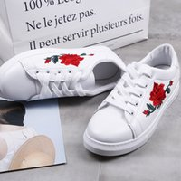Tacones planos Womens bordado flor redonda dedo del pie blanco Lace Up Zapatillas Athletic Flats Tenis Floral 3Styles WHH268
