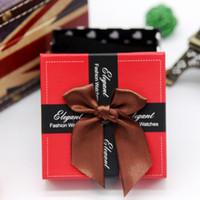 papier bijoux oreiller boîte achat en gros de-Boîtes à montres de mode Amour coeurs boîte d'emballage mignon Bowknot papier carré boîte de montre avec oreiller bijoux affichage boîte de rangement