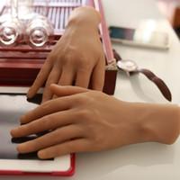 realistische haut sex puppen großhandel-Kostenloser Versand! Feste Silikon-Schaufensterpuppen-Hände, Sex Doll Real Skin, realistische Schaufensterpuppen-Hände, Ring-Display, Sexy Woman Hands