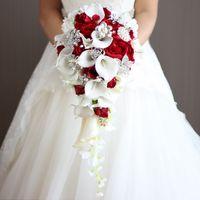 inci broş düğün toptan satış-Yapay Inci Ve Kristal Gelin Buketi Fildişi Gelinler El Yapımı Broş Buket Noiva Kırmızı Basamaklı Düğün Buket Şelale