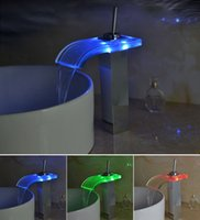 Hots Bathroom Basin Square LED Grifo de agua con luz RGB Colorful Changing Glow Cascada Grifo de salida de vidrio Exquisite Brass Thicked Mixer Faucet