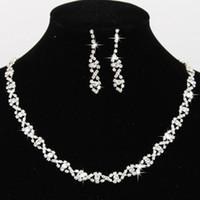 conjuntos de joyas de diamante al por mayor-2019 Bling Cristal Nupcial Conjunto de Joyas Collar Plateado de Plata Pendientes de Diamantes Conjuntos de Joyas de Boda para Novia Dama de Honor Accesorios CPA796