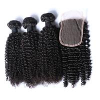 natürliche afro haar curl weben großhandel-Afro-verworrenes Locken-brasilianisches Haarbündel mit Verschluss-Menschenhaar spinnt Schließung 4x4 freies Teil-natürliche Farbe 1B Schwarzes